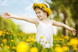 ребенок на поляне